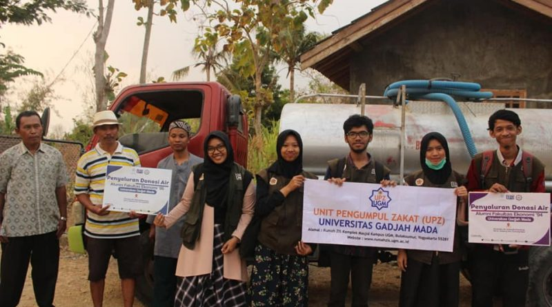 Penyaluran Donasi Air Bersih dari Alumni FE UGM Angkatan '94-'95 bersama Rumah ZIS UGM untuk Warga Terdampak Kekeringan DI Yogyakarta